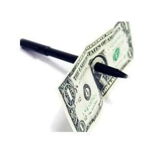 Seyircinizden bir kagit para alin, kaleminizi pat diye ortasina sokarak parayi delin ve kalem icinden gecmis halde parayi goster